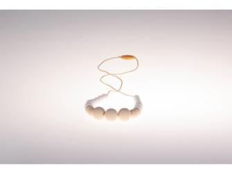 Kojící korále Annabel - krémovo bílé