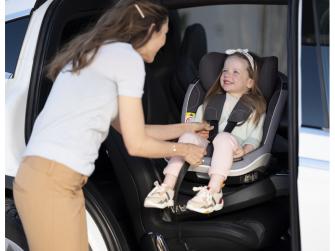 IZi Twist i-Size premium car interior black 6