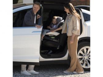 IZi Turn i-Size premium car interior black 5