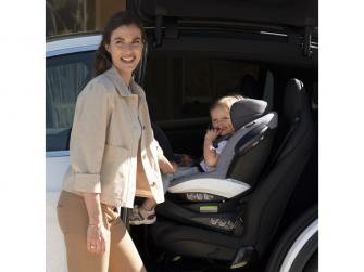 IZi Turn i-Size premium car interior black 6