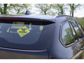 Štítek Baby On Board do auta Yellow 2