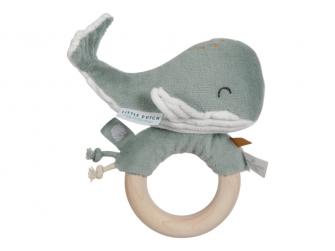 Chrastící velryba na dřevěném kroužku ocean mint